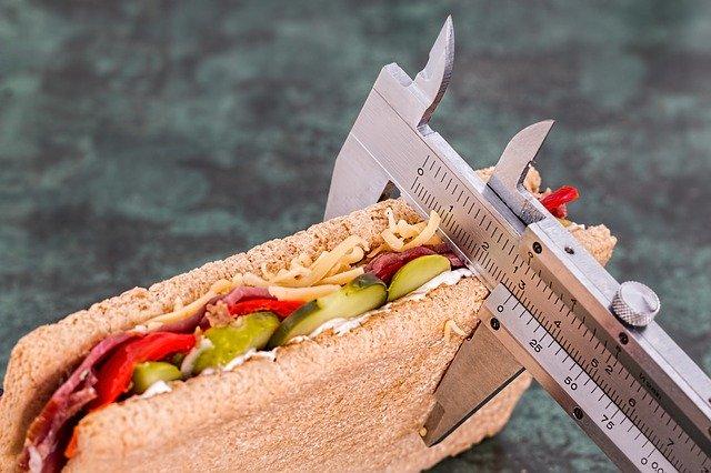 L'obésité est souvent liée à des mauvaises habitudes.